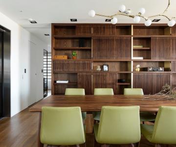 Sự kết hợp giữa gỗ và nội thất trong không gian hiện đại