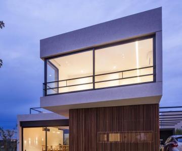 Biệt thự hiện đại AC House / Estudio GM ARQ
