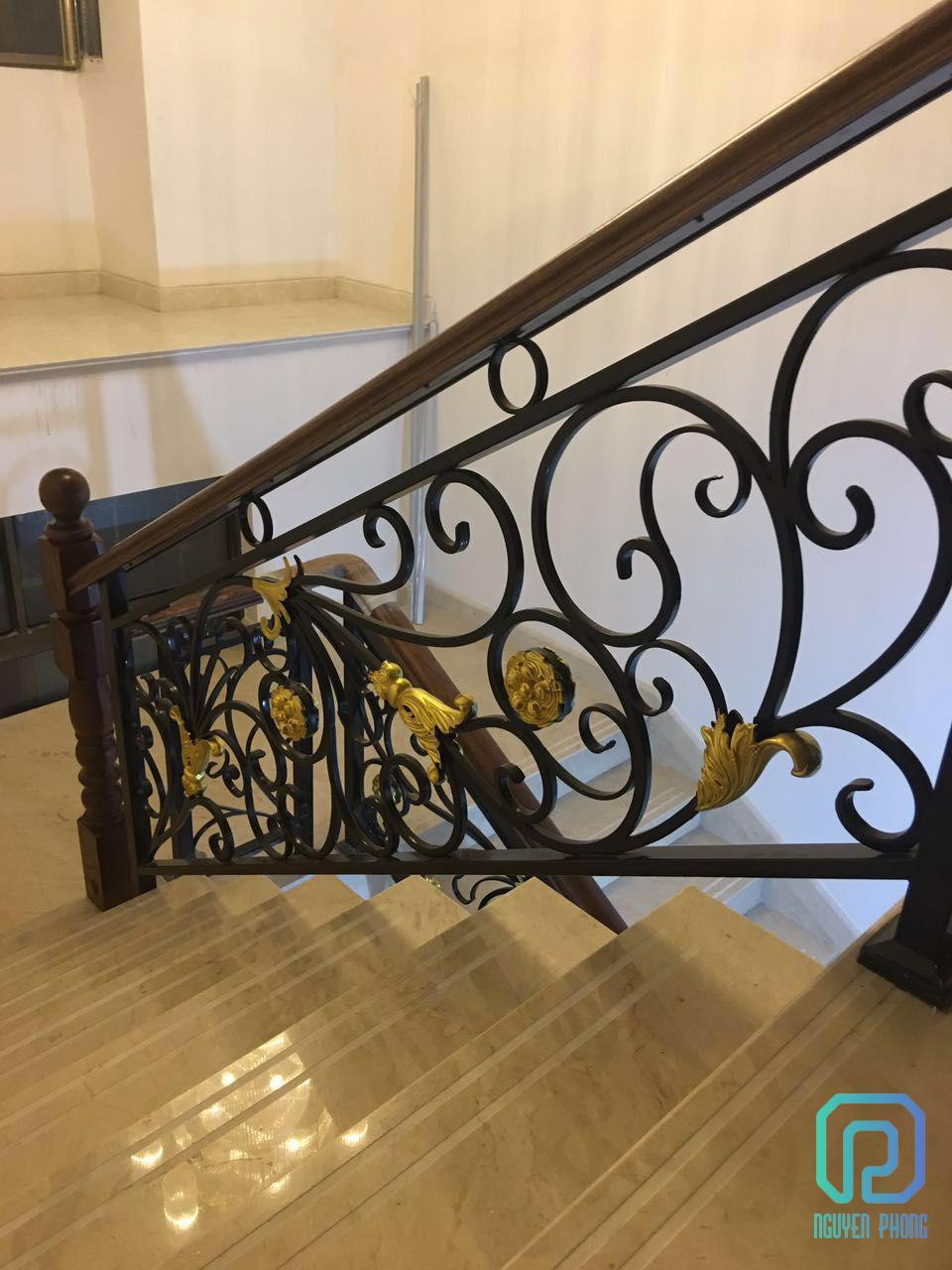Lan can cầu thang sắt uốn mỹ thuật | Nguyên Phong2/4