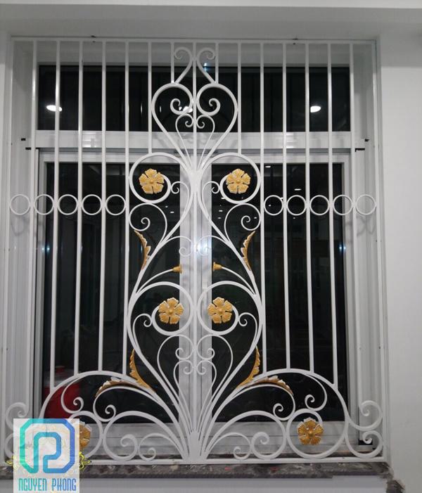 Khung bảo vệ, khung trang trí cửa sổ sắt uốn nghệ thuật sơn epoxy cao cấp cho biệt thự, nhà phố2/10