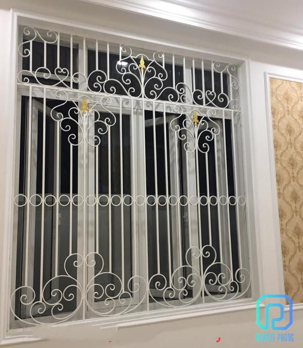 Khung bảo vệ, khung trang trí cửa sổ sắt uốn nghệ thuật sơn epoxy cao cấp cho biệt thự, nhà phố5/10