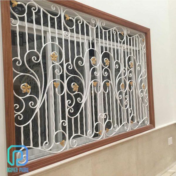 Khung bảo vệ, khung trang trí cửa sổ sắt uốn nghệ thuật sơn epoxy cao cấp cho biệt thự, nhà phố10/10
