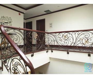 Lan can cầu thang sắt uốn mỹ thuật | Nguyên Phong
