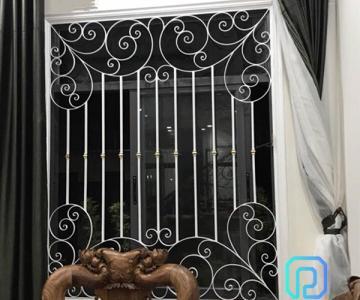 Khung bảo vệ, khung trang trí cửa sổ sắt uốn nghệ thuật sơn epoxy cao cấp cho biệt thự, nhà phố