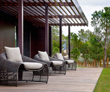 Thiết kế ghế nhựa dẻo đẹp cho góc thư giãn ngoài trời